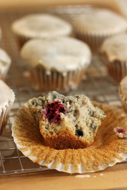 Lemon Glazed Blackberry Cupcakes