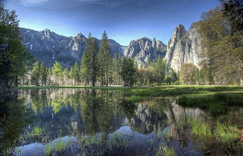 [フリー画像] 自然・風景, 谷, 川・河川, ヨセミテ国立公園, 世界遺産, アメリカ合衆国, カリフォルニア州, HDR, 201005312100