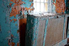 kings park_radiator (x jess is here) Tags: paint heater kingspark asylum chipped radiator cracked abandonedbuildings pilgrimstate