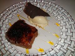 Torrija caramelizada con su helado de vainilla