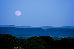 Moonrise (Graham M Green) Tags: moon spring lowlight dusk may hampshire moonrise astronomy moonillusion butser astro:gmt=20100527212030