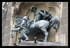 Ritter Arnold (Georg Sander) Tags: sculpture horse statue germany ross arnold skulptur knight chevalier rathaus wuppertal squire pferd ritter neumarkt elberfeld standbild verwaltungsgebude knappe