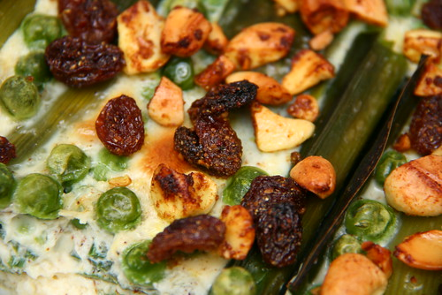 Leek casserole with cashew nuts and raisins