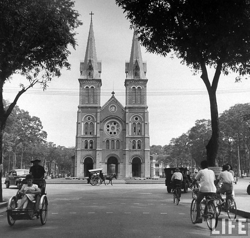 Saigon 1948 - Natives arriving for services in cathedral.