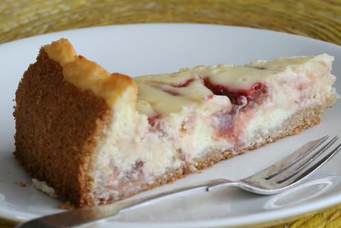 Rhubarb ripple cheesecake / Siiruviiruline rabarbri-toorjuustukoook