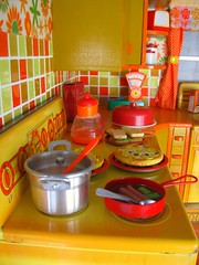 The food... (Retro Mama69) Tags: kitchen vintage retro wolverine yelloworange roombox 1970s toydiorama tintoykitchen flowepowerkitchen
