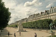 Jardin des Tuileries (plaggenplei) Tags: park city blue parque sky paris france statue clouds de frankreich louvre jardin scene du rue rivoli ranska teileries