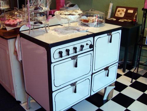 carmen-visit-pink-bakery-oven