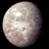200px-Voyager_2_picture_of_Oberon