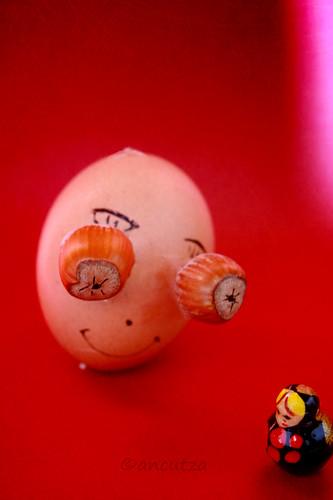 l'incontro della piccola matrioska con l'uovo divertente