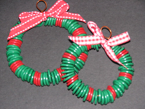 25 Days of Ornaments & Gifts - Button Wreath 006