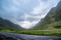 Road to Scotland (Coisroux) Tags: roads a82 scotland mountains winding scottishhighlands highlands scenicroute glencoe clouds landscapes atmospheric fog misty routes scotlanddiscovered d5500 nikond nikkor layers fences