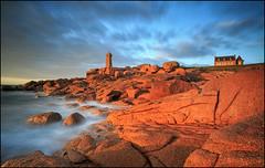 Bretagne (jeanny mueller) Tags: meanruz breizh bretagne granitrose cote armor france frankreich phare lighthouse leuchtturm coast coastline sea seascape landscape rock clouds water sunrise sunset longexposure küste sonnenaufgang