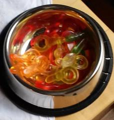 Haribo (quer8) Tags: haribo fresnapf napf edelstahl tisch bunt gummibärchen fruchtgummi schnuller süs