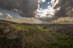 Un rayo de sol. (Amparo Hervella) Tags: hocesdelríodulce guadalajara españa spain paisaje naturaleza nube roca luz verde largaexposición d7000 nikon nikond7000 comunidadespañola nwn