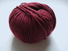 Karabella Aurora 8, 2 dark red (countingstitches) Tags: yarn worsted karabella aurora8