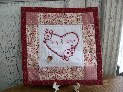 hugs&kisses quilt + burgundy button box 016