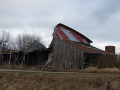 Almost gone (David Sebben) Tags: old roof barn illinois collapse monmouth farmer sidewalls