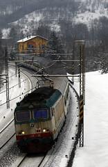 E632.020 (Alessandro Ruel) Tags: piemonte neve reg treno tigre fs alessandria nevicata trenitalia ferrovia curva passo appennini regionale locomotiva giovi arquata rigoroso locomotore carrozze mdvc xmpr e632 mdve convoglio e632xmpr locoelettrica e632020 convoglioreversibile seiassi e632ti