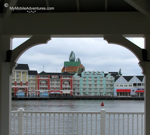 IMG_2504-WDW-Swan-through-arch