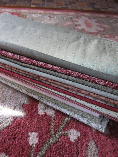 How the quilt fabric match the living room