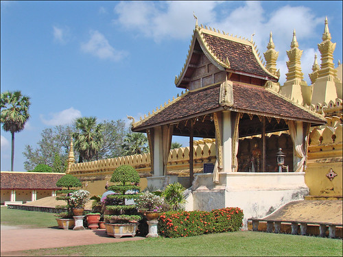 Grande porte du That Luang (Vientiane)