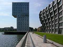 Silverline & The Wave (Bart van Damme) Tags: architecture thenetherlands badge architects almere renvanzuuk silverline apartmentblocks clauskaanarchitects weerwater block16 citycentermasterplanbykoolhaasoma bartvandammephotography bartvandammefotografie emailbagtvandammegmailcom