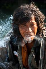 Smoke Break (Ursula in Aus) Tags: tattoo thailand yantra tattooing waikhru nakhonpathom นครปฐม ประเทศไทย sakyant tattoofestival รอยสัก watbangphra nakhonchaisi earthasia nakhonchaisri totallythailand วัดหลวงพ่อเปิ่น รูปสัก วัดบางพระ ลายสัก สักยันต