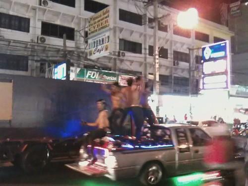 Pattaya 街上遇到Gaybar出來宣傳