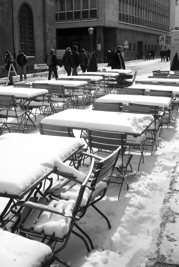 初春城市雪景