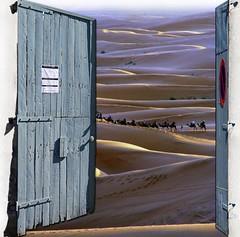 . (Color-de-la-vida) Tags: door wood blue shadow azul puerta madera closed open desert dunes sombra arena morocco desierto cerrado prohibido signal marruecos prohibited dunas sorra seal ergchebbi camellos camells tancat colordelavida ideaconceptoescotesco imaginacinsueofantasa ylasbicisostocaexcavar quedanplazaslibretodavaenlacaravana