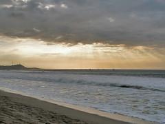 Rayos de sol en Zorritos (Eduardo Dios) Tags: atardecer rayos rayosdesol zorritos playasdelnorte playasdelnortedelper