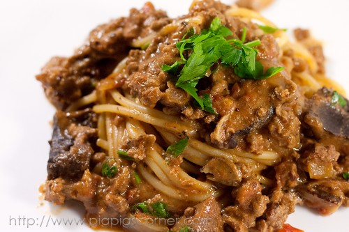 Spaghetti with Creamy Wild Mushrooms and Meat Sauce 8