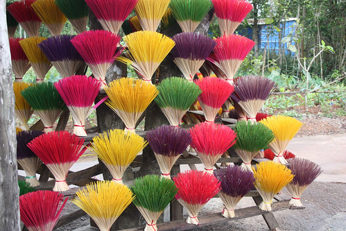 Coloured incense