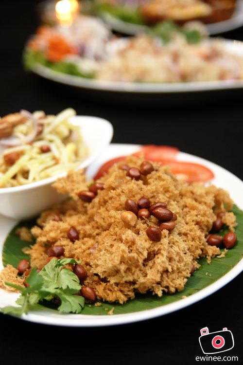 FUNKY-VILLA-E@CURVE-Cat-Fish-Mango-Salad