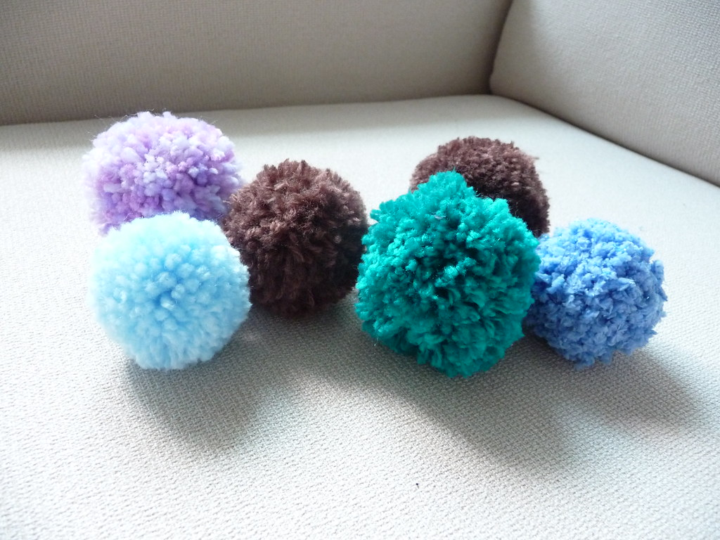 Free Crochet Patterns Using Pom Pom Yarn : How To Crochet Pom Poms Crochet Guild