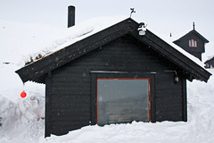 Badstue med panoramautsikt (TrulsHE) Tags: winter white snow cold norway norge vinter cloudy sauna dnt sn haukeli kaldt hvitt overskyet badstue fjellstue haukeliseter turistforeningen