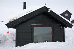 Badstue med panoramautsikt (TrulsHE) Tags: winter white snow cold norway norge vinter cloudy sauna dnt snø haukeli kaldt hvitt overskyet badstue fjellstue haukeliseter turistforeningen