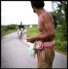 213368575-2 (Nasey) Tags: life portrait people 120 6x6 film rural mediumformat bokeh muscle oldman squareformat malaysia kampung terengganu carlzeiss kualaterengganu hasselblad500cm 80mmf28 autaut nasey nasirali manir planarct