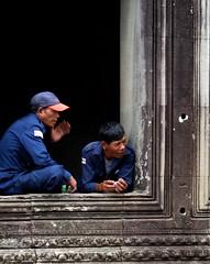 two workmen (wolfgangp_vienna) Tags: temple asia asien kambodscha break workmen angkorwat pause siemreap tempel arbeiter combodia