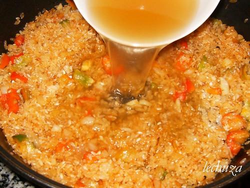 Navajas con arroz-añadir caldo.