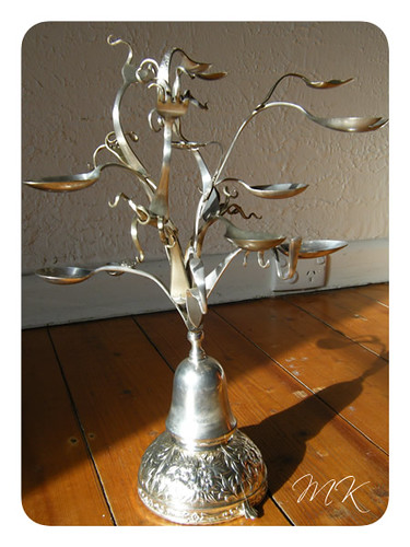 Jewellery tree with brooch 1