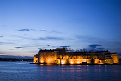 Castle (Antti-Jussi Liikala) Tags: old blue light sunset sea castle history water yellow night d50 evening nikon glow sweden baltic gustav sverige mm nikkor 35 vasa vaxholm eller kastell fstning roslagen vaxholms