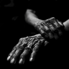 Hands (-clicking-) Tags: lighting old light blackandwhite bw woman texture senior composition portraits hands women faces time mother elderly older aged visage oldtime vietnamesewomen 500x500 lowkeylighting winner500 100commentgroup artofimages bestcapturesaoi