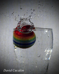 Splash (David Cucaln) Tags: ball drops agua splash aigua pelota 2010 fineartphotography gotes digitalcameraclub cucalon olympues davidcucalon