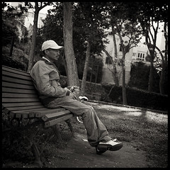 Man at the park (joanpetrus) Tags: street people square lumix strada gente noiretblanc framed candid strangers monotone panasonic explore human squareformat 20mm schwarzweiss carrer 43 streetshot monocrome 500x500 gf1 pancakelens bwd bwdreams leicalens explored incoloro monomania artlibre joanpetrus micro43 panasoniclumixgf1 panasonicdmcgf1