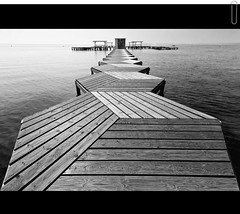 (Cani Mancebo) Tags: wood sea bw espaa white black byn blancoynegro blanco beach canon lafotodelasemana mar stand blackwhite dock spain madera agua jetty negro award playa clip tokina explore murcia embarcadero click lamanga caseta pantaln sanjavier 1116 santiagodelaribera exploremay 400d 1116mm tokina1116mmf28 tokina1116 exploremayo canimancebo tokina1116mmf28asfericalatx116prodx bn052010 lfs052010