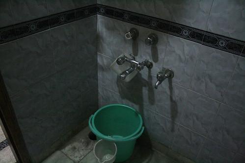 インドのトイレにかならずあるバケツ