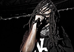 Searius_0144 (spenser81) Tags: show columbus ohio black dreadlocks nikon media ninja stage flash group sigma add tuesday ttl rap mic noise 18200 07 skullys nissin cs4 searius d80 sc28 ninetenths di866