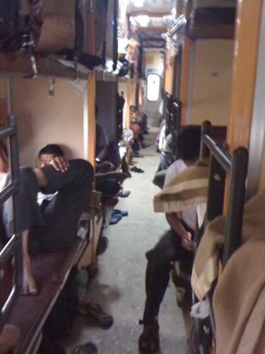 インドの長距離電車の様子